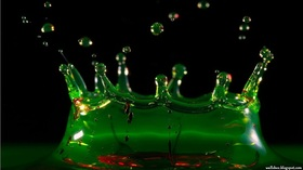 green_splash-1366x768_HD_wallpaper.jpg